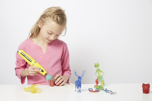 Child with Polyes 3D Ink Pen_600x400, 3D ink pens